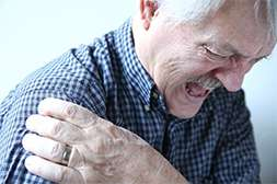 Мазь Артонин устраняет боль сразу после нанесения.